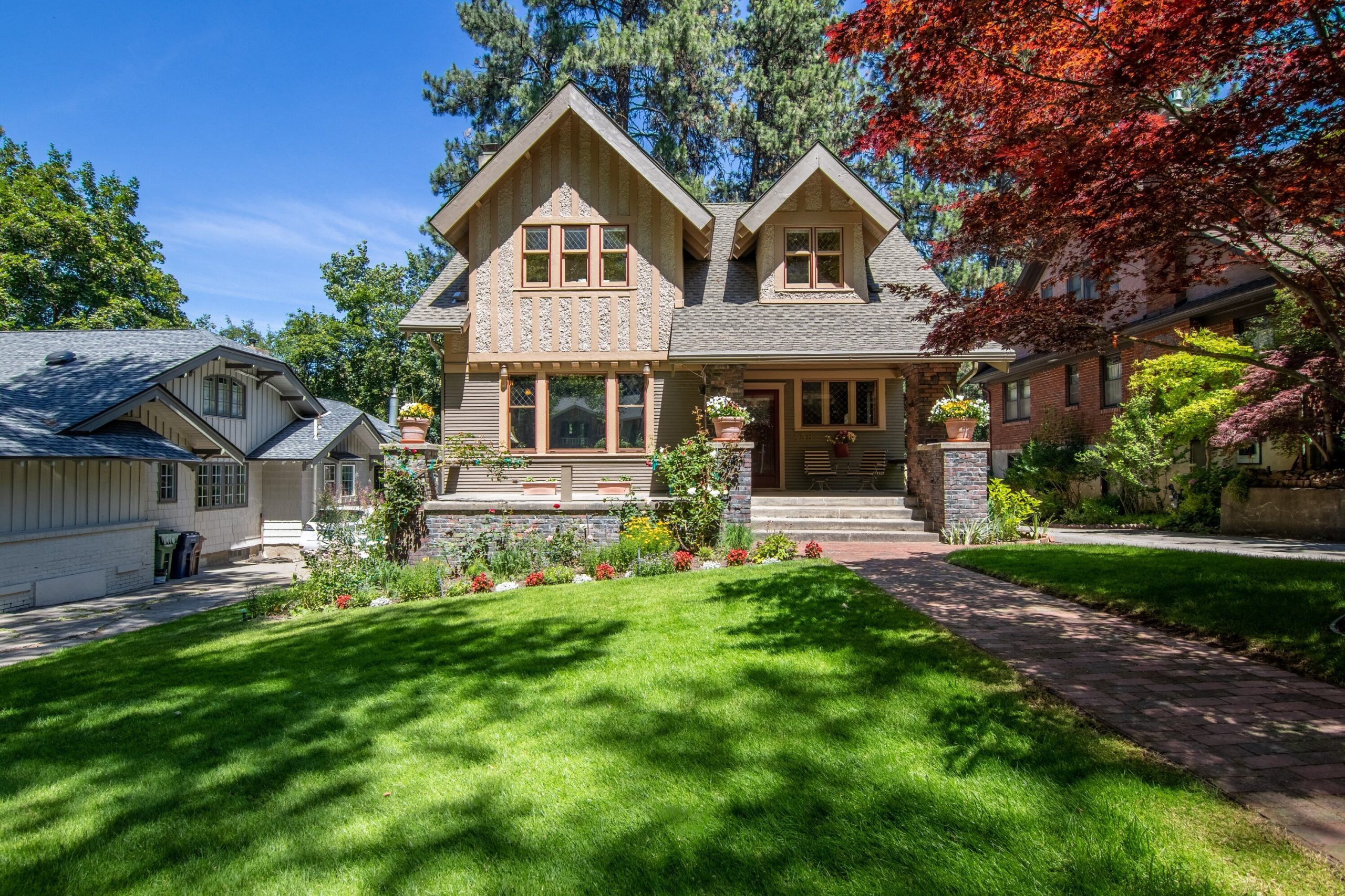 You are currently viewing 4 Ways to Enhance Your Yard to Add More Value to Your Home